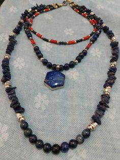 Lápiz lazuli, coral rojo, acero y bronce