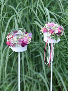 Upcycling: So zauberst du eine Gartenfackel aus einer Thunfischdose Tin Can Crafts, Diy And Crafts, Garden Deco, Friend Wedding, Table Settings, Diys, Homemade, Create, Flowers