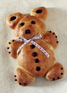 Teddy Bear Bread; love the idea of mini chocolate chips for claws!