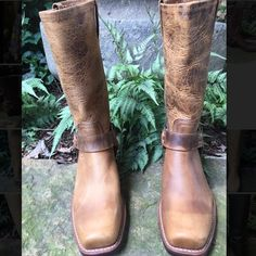 "NIB Frye 77300 Harness D Brown boots Size 9.5 Oiled Leather Upper, Unlined, Rubber outsole, Goodyear Welt Construction, Made in USA. 11.5"" Shaft Height, 14"" Shaft Circumference, 1 3/4 Heel, Runs large order half size down. 111 Frye Shoes"