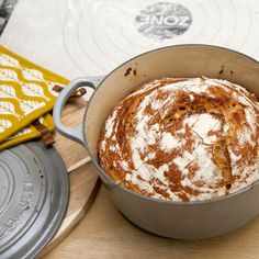 Grovt grytebrød av hvete og rug Baking, Rugs, Tableware, Kitchen, Farmhouse Rugs, Dinnerware, Cooking, Bakken, Tablewares