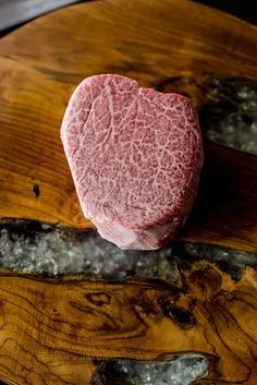 Porter Road, Crowd Cow and Greensbury Market are tapping a growing appetite for sustainably raised steaks and more. Online Butcher, Marbled Beef, Meat Lovers, Roast Beef, Food Cravings, Catering, Steak, Drink, Amazon
