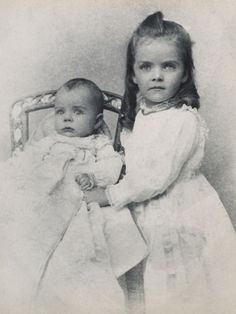 Alice was the eldest child of Theodore Roosevelt by his first wife, Alice Hathaway Lee, who died shortly after giving birth to her. Ted Jr was her half brother by TR's second wife Edith Kermit Carow. Asian History, Us History, Women In History, American History, Strange History, Tudor History, History Facts, Alice Roosevelt, Roosevelt Family