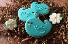Pretty Little Blue Bird Cookies Bird Cookies, Cute Cookies, Easter Cookies, Cupcake Cookies, Sugar Cookies, Bird Cage Cake, Chocolates, Foundant, Bird Party