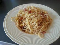 Spaghetti met de originele carbonara saus, zoals de Italiaan deze op tafel zet.