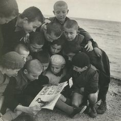 Voula Papaioannou: The Magic of Printing, Greece, Vintage Children Photos, Vintage Photos, People Reading, Greece Pictures, Greece Photography, Greek History, Famous Photographers, Time Photo, Photojournalism