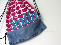 Turnbeutel z.T. aus alten Jeans / Gym bag partly made from old pair of jeans / Upcycling