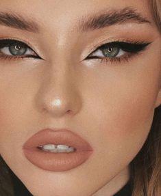 Best Indoor Garden Ideas for 2020 - Modern Edgy Makeup, Makeup Eye Looks, Eye Makeup Art, Cute Makeup, Pretty Makeup, Skin Makeup, Eyeshadow Makeup, Makeup For Eyes, Best Face Makeup