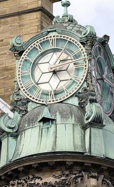 Clock tower on Emerson Chambers, Newcastle upon Tyne, England, by Les Bessant - CC BY-NC-ND Unique Clocks, Cool Clocks, Vintage Clocks, Vintage Room, Vintage Kitchen, Tick Tock Clock, Outdoor Clock, Estilo Art Deco, Time Stood Still