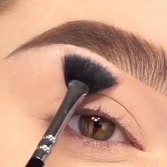 make up videos Stunning Smoky Eye Makeup Tutorial Eyebrow Makeup Tips, Makeup Eye Looks, Eye Makeup Steps, Beautiful Eye Makeup, Makeup Tricks, Cute Eye Makeup, Makeup Hacks Videos, Smokey Eye Makeup Look, Glam Makeup Look