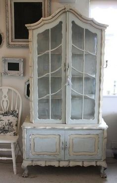 Wonderful French style hutch paint with ASCP, Annie Sloan Chalk Paint in Duck Egg and Old Ochre by FiFi Chic.I think I have to try chalk paint. Chic Decor, Decor, Home, Painted Furniture, Sweet Home, Shabby Chic Decor, Furniture, Shabby Chic Furniture, Beautiful Furniture