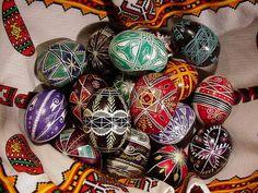 Diseños Dishfunctional: Cómo hacer Pysanky (Huevos de Pascua ucranianos)