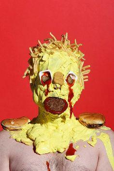 Retratos de humanos monstruosamente cubiertos de comida chatarra (FOTOS)