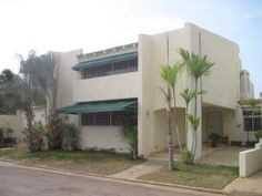 Townhouse En Venta En Avenida Milagro Norte - Código: 16-9261