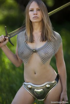 nude-girl-in-chainmail-female-fitness