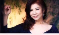 八代亜紀 (Aki Yashiro) Traditional Japanese, Singers, Music, Fashion, Musica, Moda, Musik, Fashion Styles, Muziek