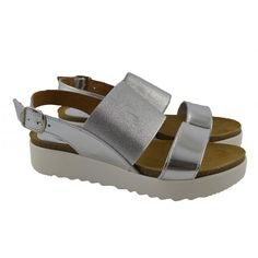 Sandalias con plataforma de 4cm de altura. Fabricadas con materiales de  pieles 584a281479a2
