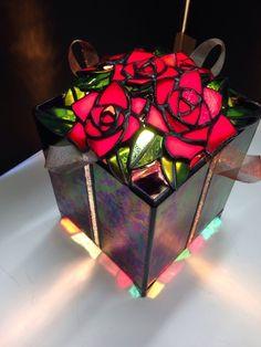 ステンドグラス 薔薇のテーブルランプ
