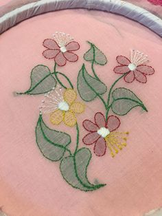 How to do shadow work embroidery Basic Embroidery Stitches, Floral Embroidery Patterns, Hand Embroidery Videos, Hand Work Embroidery, Embroidery Flowers Pattern, Flower Embroidery Designs, Creative Embroidery, Hand Embroidery Stitches, Embroidery Kits