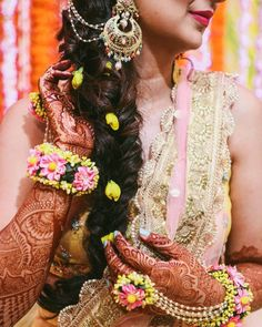 Looking for Bridal Lehenga for your wedding ? Dulhaniyaa curated the list of Best Bridal Wear Store with variety of Bridal Lehenga with their prices Wedding Looks, Bridal Looks, Bridal Style, Heavy Earrings, Types Of Earrings, Hoop Earrings, Indian Jewelry Earrings, Bridal Jewelry, Jewelery