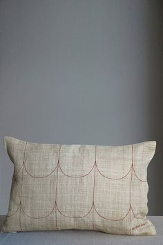 Arc cushion by Mimou