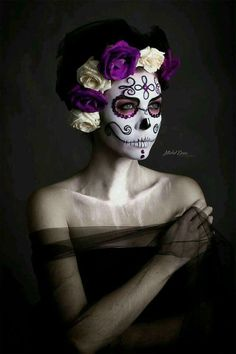 Looking for for inspiration for your Halloween make-up? Browse around this site for scary Halloween makeup looks. Halloween Makeup Sugar Skull, Sugar Skull Makeup, Halloween Makeup Looks, Halloween Skull, Halloween Fun, Sugar Skulls, Sugar Skull Costume, Dead Makeup, Makeup Art