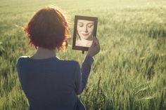 Mujer-reflejada-espejo