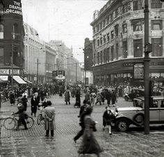 Piccadilly Manchester in the Rush Hour: