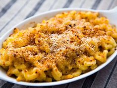 War Macaroni and Cheese ~ Easy mac cheese recipe based on an authentic American Civil War era recipe for maccaroni cheese. Healthy Filling Snacks, Healthy Meals For Kids, Easy Healthy Recipes, Healthy Sides, Healthy Eating, Mac Cheese Recipes, Macaroni N Cheese Recipe, Macaroni Pasta, Pasta Recipes