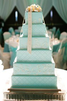 Turquoise layered wedding cake - love the intricate detail work #wedding #weddingcake #cake #turquoise #tiffanyblue