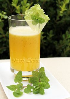 Suco especial para uma boa noite de sono, com melissa, alface, maracujá e abacaxi