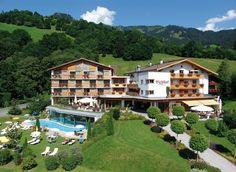 In ruhiger Lage auf der sonnigsten Seite Kitzbühel's erwartet Sie unser familiär geführtes 4****Superior Hotel mit einer Mischung aus traditionellem Flair und modernem Ambiente. Mit Herzlichkeit und Individualität machen wir Ihren Urlaub in Tirol zu einem unvergesslichen Erlebnis.