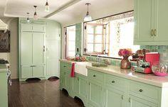 seafoam green and yellow kitchen | Mint Yeşili Ev Dekorasyon Fikirleri