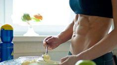 Wenn du mit deinem Fitnesstraining optimale Erfolge erzielen möchtest, dann solltest du neben dem eigentlichen Training an für sich auch deine Ernährung beachten. Damit du es hier einfacher hast, haben wir dir die zehn wichtigsten Ernährungsregeln einfach und verständlich zusammengefasst.
