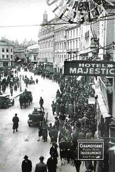 """Bucharest photos from the first decades of the century - mostly from the interwar period (between the two World Wars). ♦ The end of """"Little Paris"""" (click photo) ♦ Brasov Romania, Bucharest Romania, Old Pictures, Old Photos, London Pubs, London Eye, Little Paris, Central Europe, Beach Trip"""