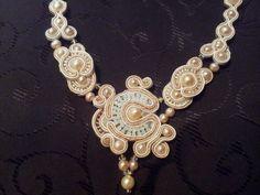 Colier soutache cu perle naturale si elemente swarovski