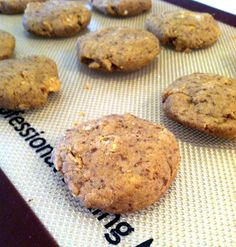 No-bake cookies made with oats, flax seed, peanut butter and protein powder for a healthy post-workout snack. Http://erikastoner.usana.com