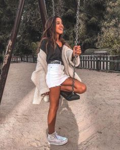 12 Outfits casuales para dejar tus jeans en casa ¡y usar una mini falda! - Best Picture For summer outfits For Your Taste You are looking for something, and it is going to - Denim Skirt Outfit Summer, White Skirt Outfits, White Denim Skirt, Summer Denim, Tumblr Outfits, Trendy Outfits, Cute Outfits, Jean Outfits, Foto Casual