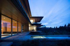 箱根富士見台 メイン棟 | Kidosaki Architects Studio Pavilion, Luxury Homes, Mansions, Architecture, House Styles, Houses, Home Decor, House Beautiful, Great Ideas