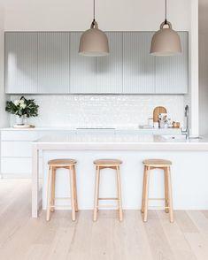 34 Magnificent Scandinavian Kitchen Bar Ideas You Will Love. Obtain More Amazing Scandinavian Kitchen Bar Ideas Home Interior, Interior Design Kitchen, Interior Decorating, Decorating Tips, Minimalist Home Decor, Minimalist Kitchen, Kitchenette, Kitchen Models, Scandinavian Kitchen