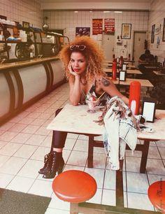 ICE ICE BABY✨ @pina_fresh #icecream #streetstyle #vintage #afro #curlygirl #blondgirl #ink