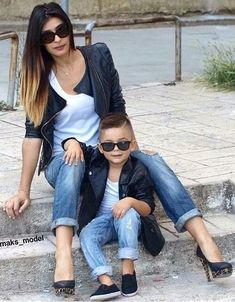 20 fotos de mãe e filho para você se inspirar e tirar as suas! - Maternizando Mother Son Photography, Daddy And Son, Mom Son, Mom And Baby, Baby Boys, Mom And Son Outfits, Family Outfits, Baby Boy Outfits, Twin Baby Photos