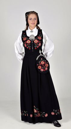 Bunad from Bardu (Bardu is in Troms in North-Norway) Folklore, Norwegian Style, Folk Costume, Costumes, Historical Costume, Ethnic Fashion, Fashion Wear, Classy Outfits, Traditional Dresses