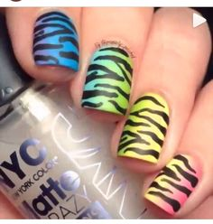 Super cute ombré zebra nails! :)