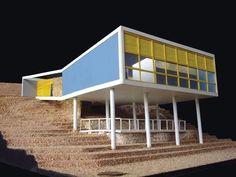 """Galeria de Exposição """"14 Casas Brasileiras"""" na UFRJ apresenta ícones da arquitetura moderna residencial - 4 #Salaestar Memorial Architecture, Concept Architecture, Landscape Architecture, Building Sketch, Music School, Facade, Sweet Home, Outdoor Decor, Projects"""