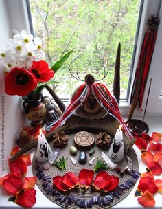 Beltane altar For an example 💞 Wiccan Witch, Wicca Witchcraft, Green Witchcraft, Wicca Altar, Walpurgis Night, O Ritual, Meditation, Sabbats, Book Of Shadows