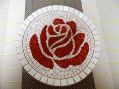 Bamboeschaal met roos in mozaïek