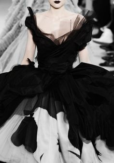Dior black and white ball gown. Nothing like old glam.