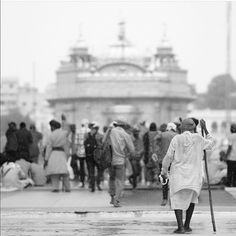 picture of the day You don't see black and white images of Sri Harmandir Sahib Ji to often but when it's done right they are beautiful. Check out this great capture created in black and white by Bir Singh of Dubai ( Well done! Jupiter Film, Black N White Images, Black And White, Harmandir Sahib, Golden Temple Amritsar, State Of Decay, Creator Of The Universe, Home Pictures, When Someone