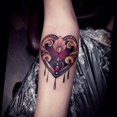 New tattoo heart neotraditional beautiful Ideas Design Tattoo, Heart Tattoo Designs, Tattoo Designs For Women, Tattoos For Women, Chicanas Tattoo, Herz Tattoo, Time Tattoos, New Tattoos, Traditional Heart Tattoos
